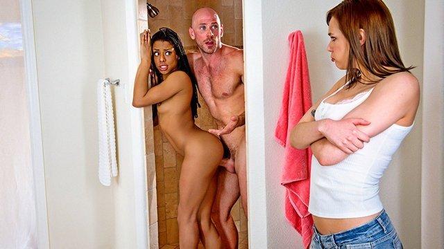 тот муж смотрит как трахают его жену русское порно наш Цска